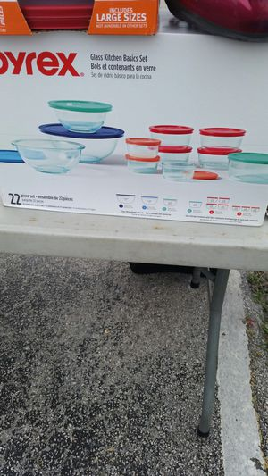 Brand new Pyrex glass containers 11 pieces with lids for Sale in North Miami Beach, FL