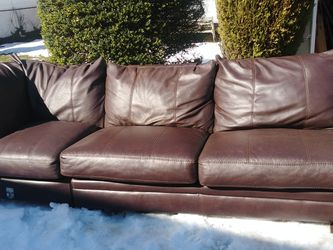 $200 Brown leather Sectional/ Chaise for Sale in Queens,  NY