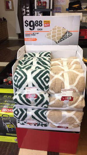 "50""x60"" Sherpa Throw Blanket $5 Sale for Sale in Garden Grove, CA"