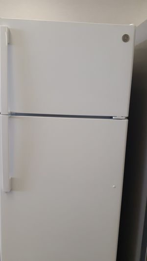 16.6 cubic feet refrigerator GE New for Sale in Haines City, FL