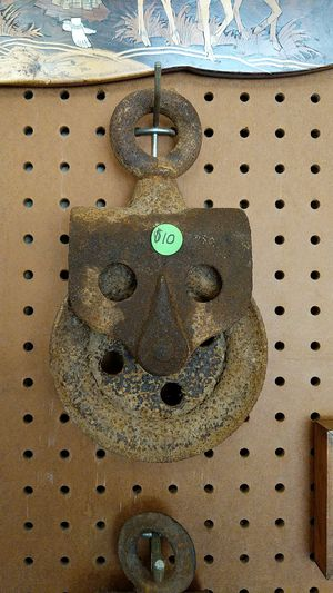 Vintage metal pulleys, great for swag lamps, rustic farm chic for Sale in Columbus, OH