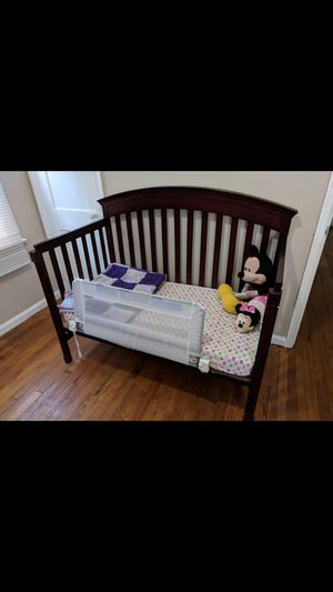 Convertable Crib And Changing Table for Sale in Oak Park, MI