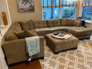 Living room couch for Sale in Vero Beach, FL