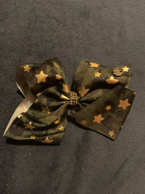 Green camouflage jojo bow with gold stars ⭐️ for Sale in Los Angeles, CA