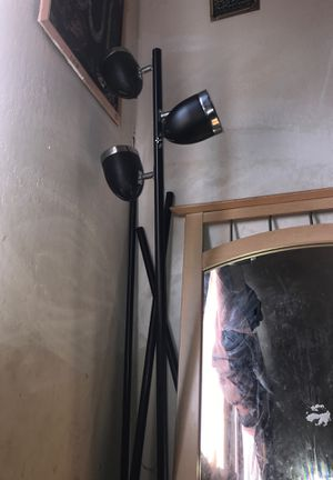 3 bulb floor lamp in good condition for Sale in Santa Clara, CA