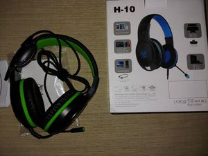 Wired headphones mute button and volume control and mouth piece woven cord for extra strength for Sale in Santa Ana, CA