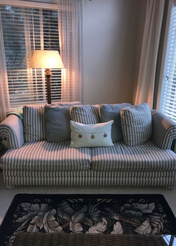 Blue and white striped couch for Sale in Puyallup, WA - OfferUp