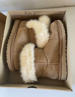 Like NEW Women's UGG Boots Size 8 for Sale in Mokena, IL