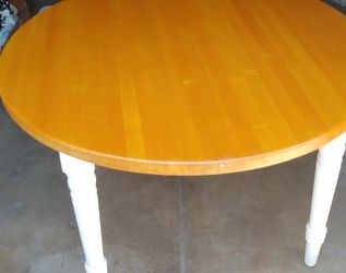 Very Nice 4ft Round Table for Sale in Long Beach,  CA