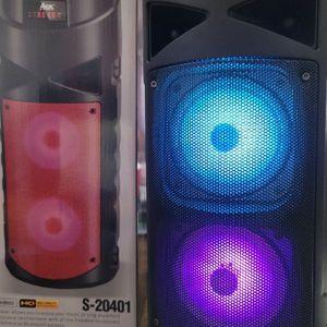 """Loud Clear Sound Portable Bluetooth Speaker 4""""x2 with Control Remote. Bocina Bluetooth portátil Sonido Claro y Recio de 4 """"x 2, control remoto for Sale in Huntington Park, CA"""