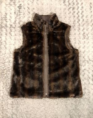New! Women's Old Navy reversible vest paid $50 size L super cute faux fur vest. Perfect for cold weather! for Sale in Washington, DC