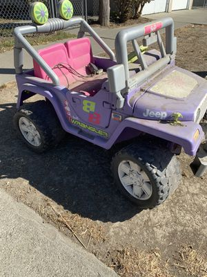 Free Barbie power wheels needs new battery but have charger for Sale in San Jose, CA