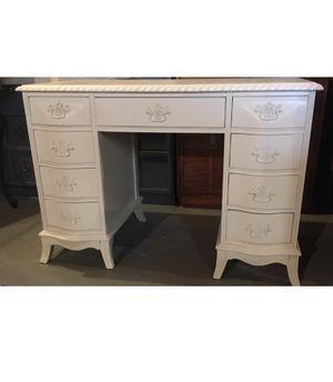 Desk white perfect little desk for Sale in Joliet, IL