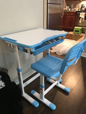Vivo kids adjustable desk for Sale in Atlanta, GA