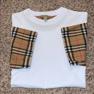 Gentle wear Burberry t.shirt for Sale in Albany, NY