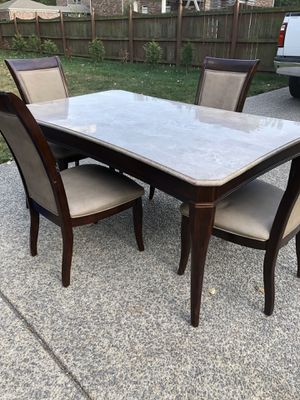 Dining room table w/4 chairs for Sale in Franklin, TN