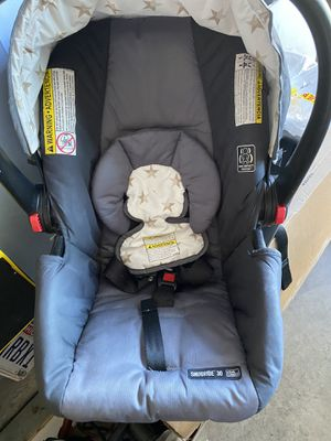 Graco car seat with hold piece for Sale in Dublin, OH