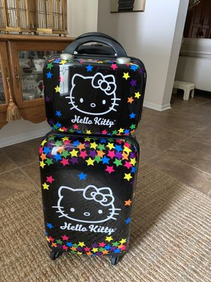 Hello kitty suitcase for Sale in Wesley Chapel, FL