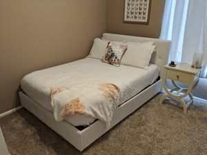 Upholstered Faux Leather Platform Bed Set, White, Full for Sale in Tempe, AZ
