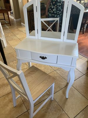 White vanity with chair for Sale in Rancho Cucamonga, CA