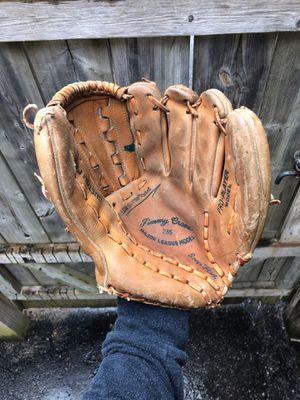baseball glove vintage for Sale in Warren, MI