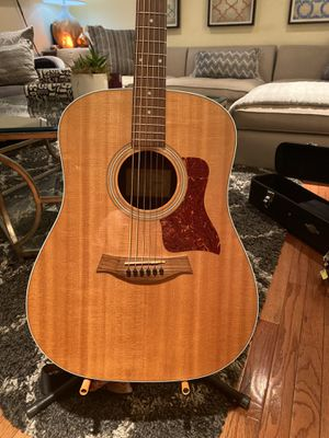 Taylor Acoustic/Electric Guitar for Sale in West Hollywood, CA