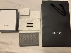 Gucci wallet 100% authentic for Sale in Los Angeles, CA
