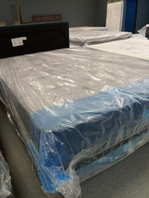 14 inch plush queen mattress 50down same day delivery for Sale in Grove City, OH
