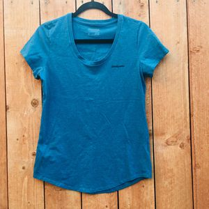 Patagonia T-shirt Women's Medium Slim Fit for Sale in Stanton, CA