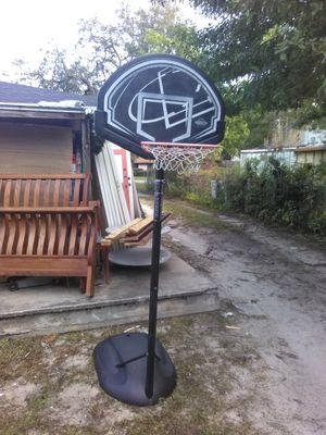 """5ft 6"""" BASKETBALL HOOP for Sale in Tampa, FL"""