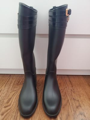 New Burberry rain boots for Sale in Los Angeles, CA