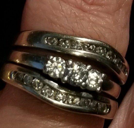White Gold Wedding Ring with many Diamonds