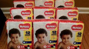 9 packs Huggies size 3 or 4 for Sale in Franklin, TN