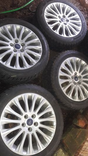 Goodyear Winter Snow Traction Tires on Ford Rims as new for Sale in Mukilteo, WA