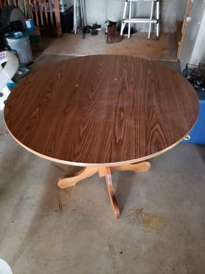 Round kitchen table for Sale in Lynchburg, VA