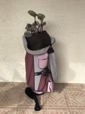 Ladies golf bag with right handed golf clubs for Sale in Wesley Chapel, FL
