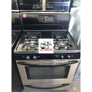Black and stainless steel four burner Frigidaire gas for Sale in Cleveland, OH