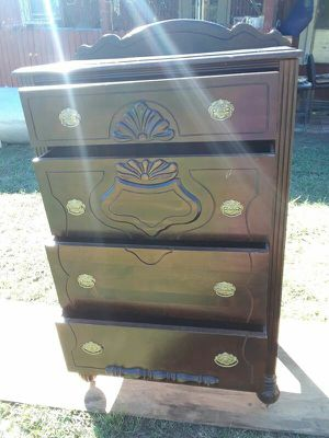 Antique dresser with 4 drawer in good condition all drawers work perfectly 30 x 51 for Sale in Boston, MA