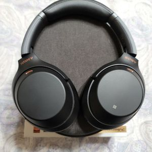 Sony WH-1000XM3 Bluetooth Noise Canceling Headphones for Sale in Madera, CA
