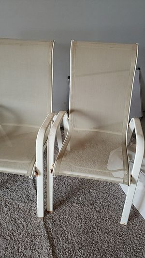 2 outdoor chairs. for Sale in Nowthen, MN