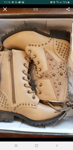 Brand new girl boots size 1 for Sale in Pomona, CA