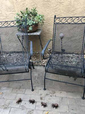 Garden outdoor furniture of 2 chairs and table. for Sale in San Diego, CA