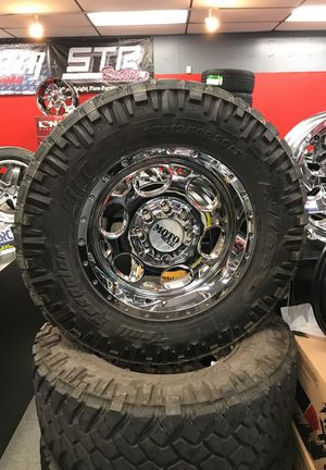 37x12.50r20 with chrome wheels for Sale in Norcross, GA