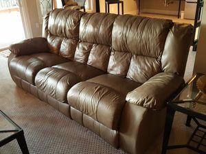 Duel recliner leather couch for Sale in Bothell, WA