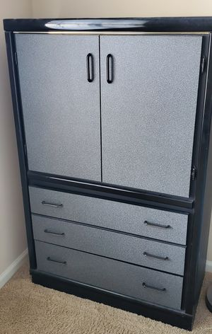 Like new dresser for Sale in Naperville, IL
