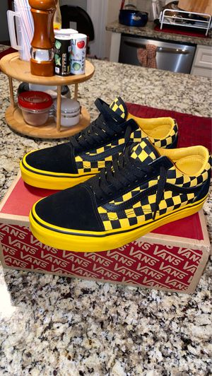 Custom Suede Vans - Black and Yellow for Sale in Spartanburg, SC