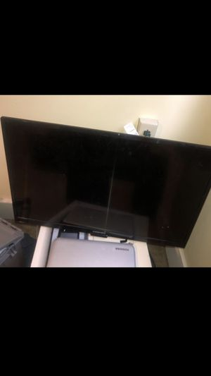 32 inch tv. for Sale in McKees Rocks, PA