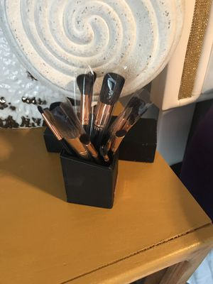 Rose Gold 13 Piece Brush Set with Holder (New and Used) for Sale in North Las Vegas, NV