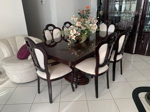 Dining room table for Sale in Miami, FL