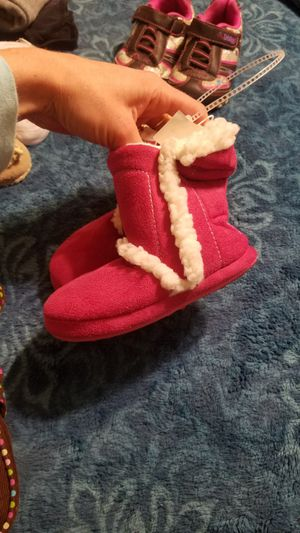 Size 7/8 toddler boots and purse for Sale in Everett, WA